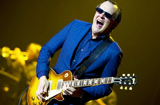 JOE BONAMASSA: video della nuova 'When One Door Opens' dagli Abbey Road Studios