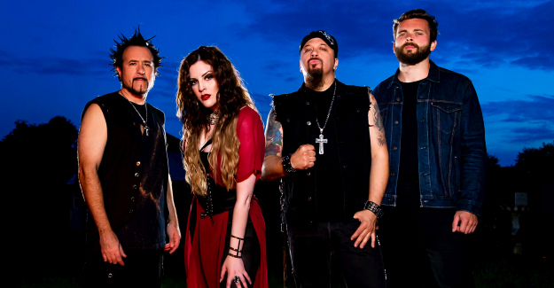 HER CHARIOT AWAITS: online il video del singolo 'Take Me Higher'