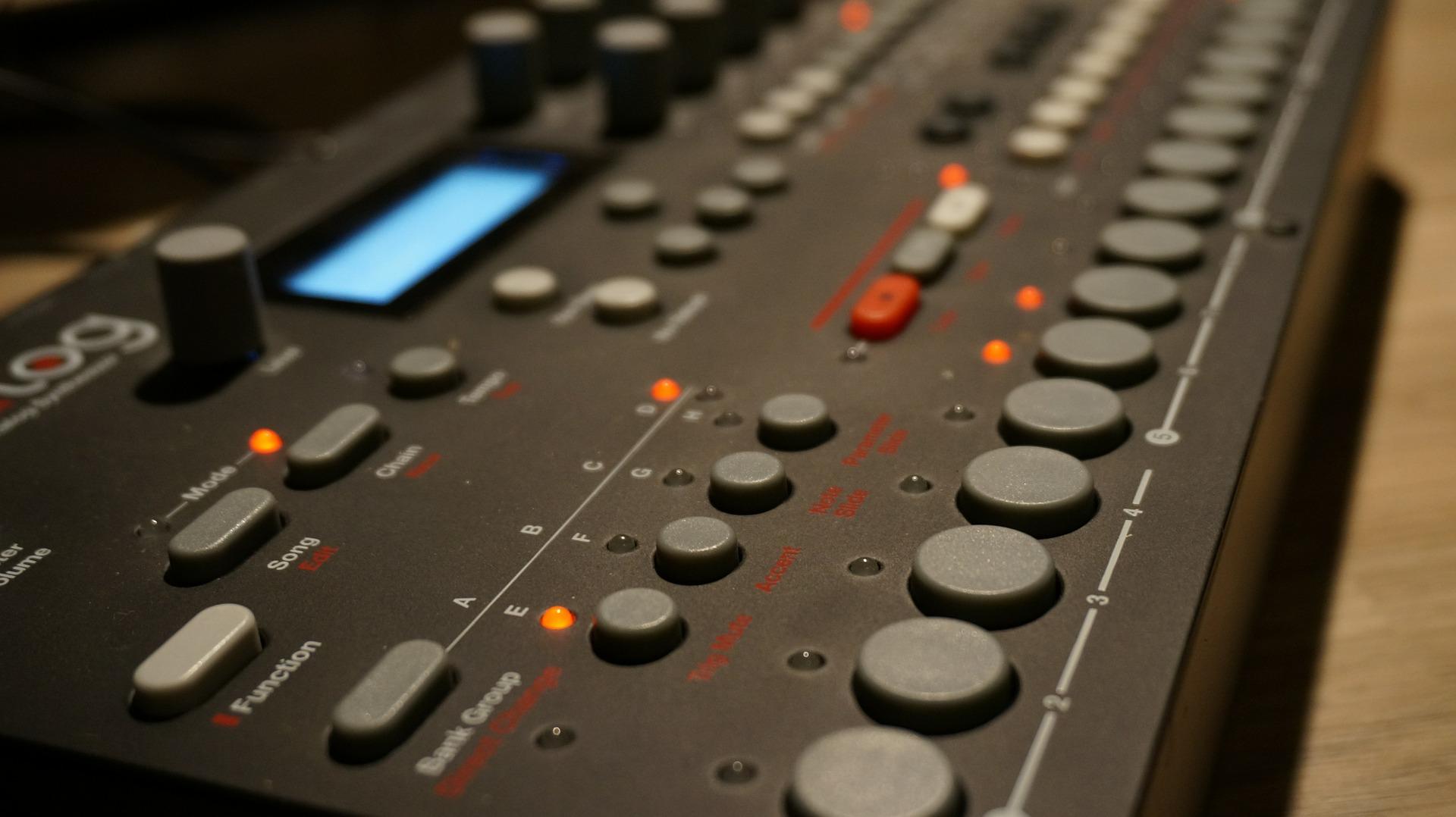 Da Tangeri a Düsseldorf: storia della musica elettronica (parte seconda)