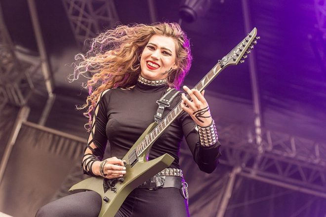 "BURNING WITCHES: la chitarrista Sonia ""Anubis"" Nusselder lascia la band"