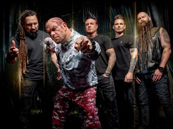 "FIVE FINGER DEATH PUNCH: ""The Wrong Side Of Heaven"" in versione acustica"