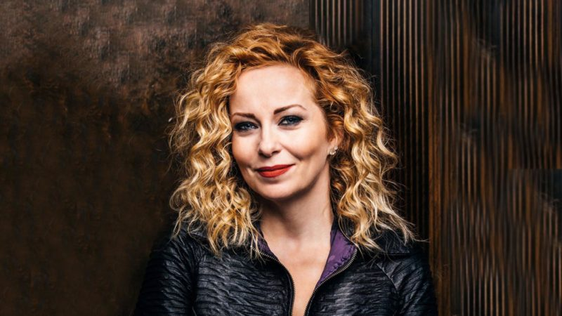 ANNEKE VAN GIERSBERGEN: 'The Darkest Skies Are The Brightest', il nuovo album solista