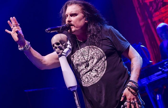 DREAM THEATER: James LaBrie canta 'Pull Me Under' a cappella (Video)