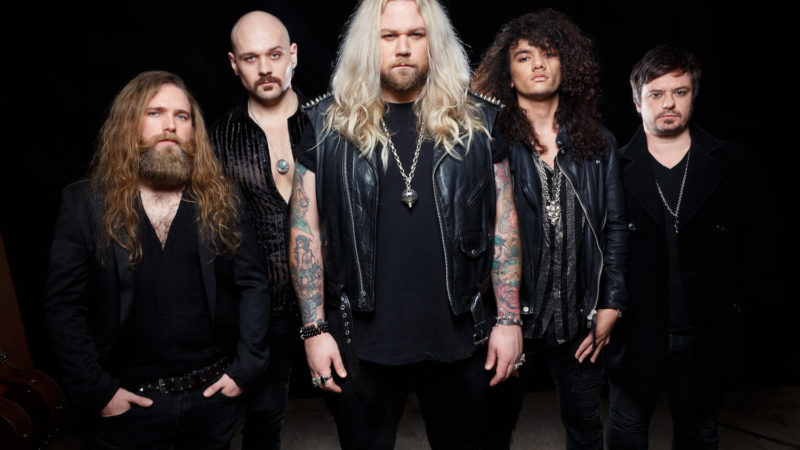 "INGLORIOUS: il video di ""She Won't Let You Go"""