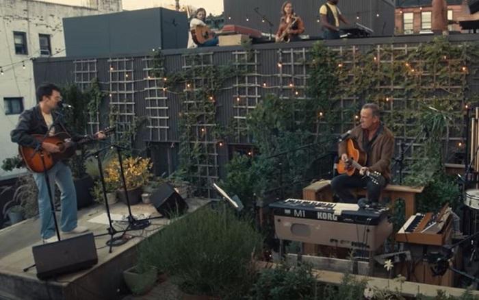 BRUCE SPRINGSTEEN e BLEACHERS suonano su un tetto di New York (Video)
