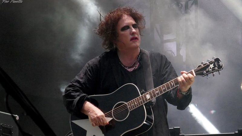 THE CURE: Robert Smith ha suonato in streaming per beneficenza (Video)