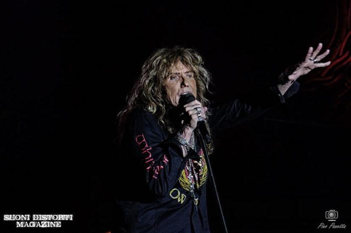 WHITESNAKE: il video di 'Lay Down Your Love'