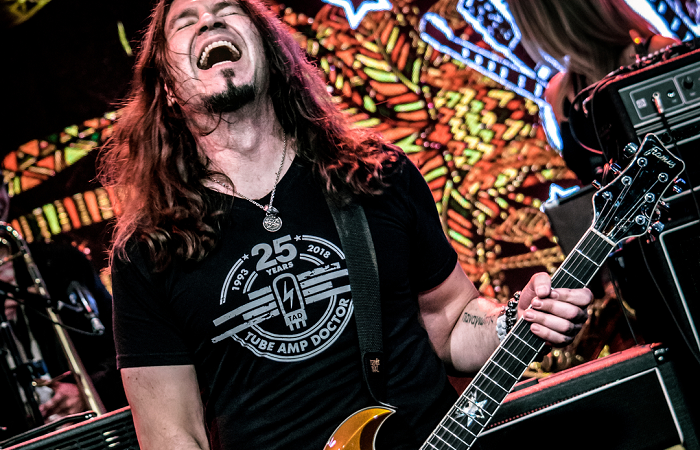 PHIL X & THE DRILLS: il lyric video della nuova 'I Love You on Her Lips'