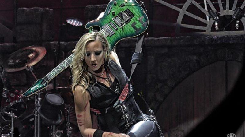 """NITA STRAUSS ai giovani chitarristi: """"Siate voi stessi, non seguite le regole"""""""
