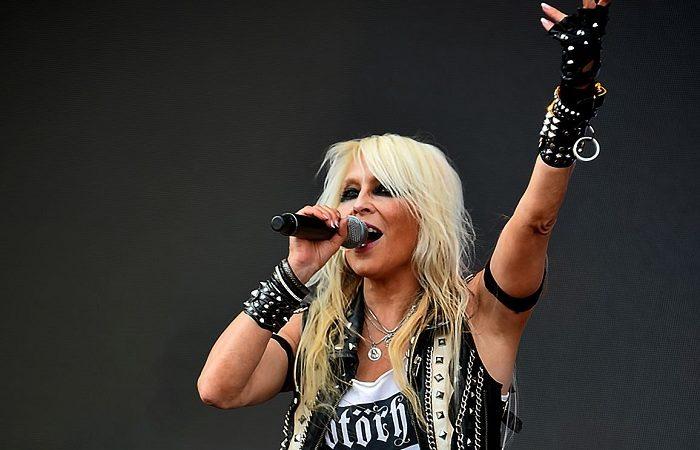 DORO ha svelato la copertina e la track-list del nuovo 'Triumph And Agony Live'